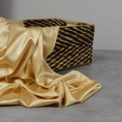 Tissu satin doré